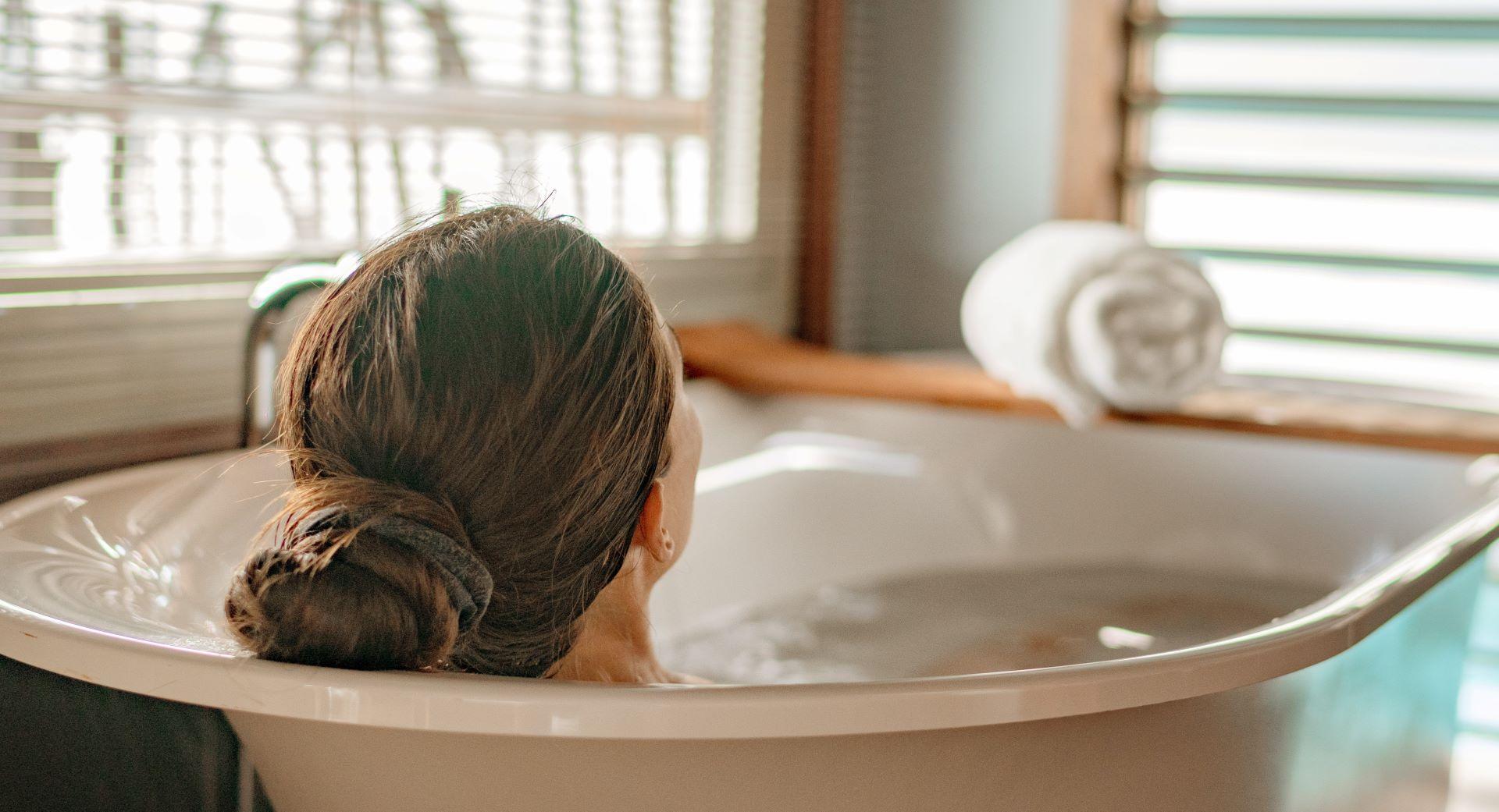 Jak podgrzewać ciepłą wodę - podgrzewacz przepływowy czy pojemnościowy?
